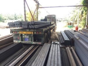 Xe vận chuyển sắt thép xây dựng